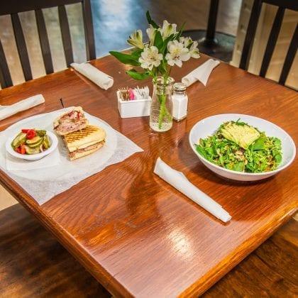 porchescafe_lunch_1-0_image
