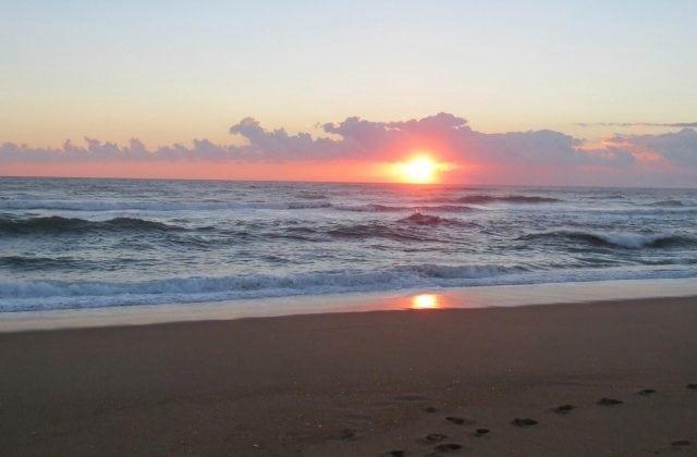 early-sunrise-at-outer-banks-north-carolina-usa-beaches-16001000_image